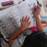 小学校1年生、今日のレッスン後に頂いた嬉しい写真付きメッセージ・・・・・  '英語、すごい上達!!'   子どもは、褒められるとどんどん伸びていきますよね。ポジティブな言葉がけが人を育てます。  Sentenceを1人で読めるようになったことと、授業が終わってすぐに宿題に取り組んでること、どちらも一杯褒めてあげて下さいね?